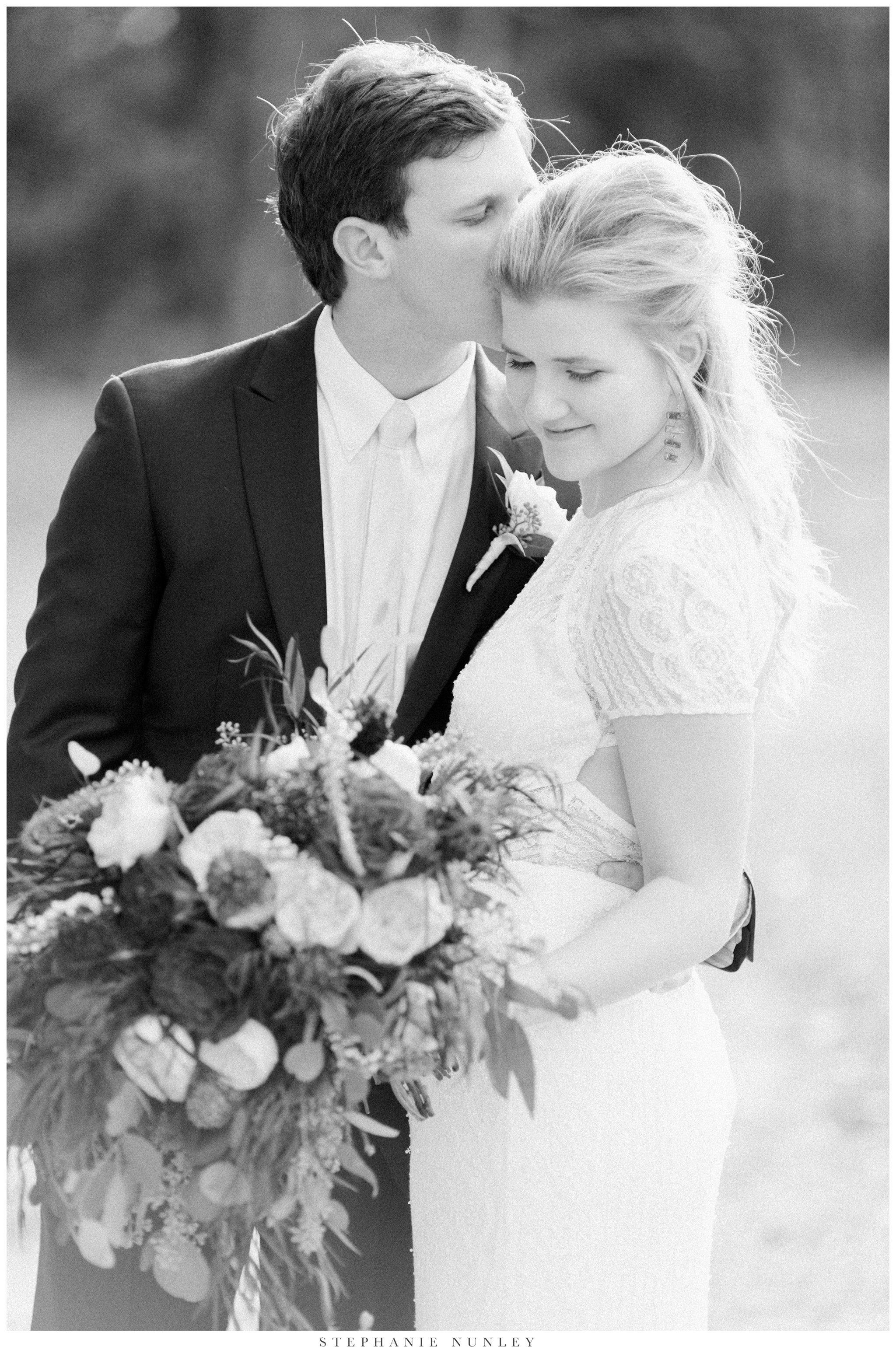 fall-arkansas-country-club-wedding-photos-062.jpg