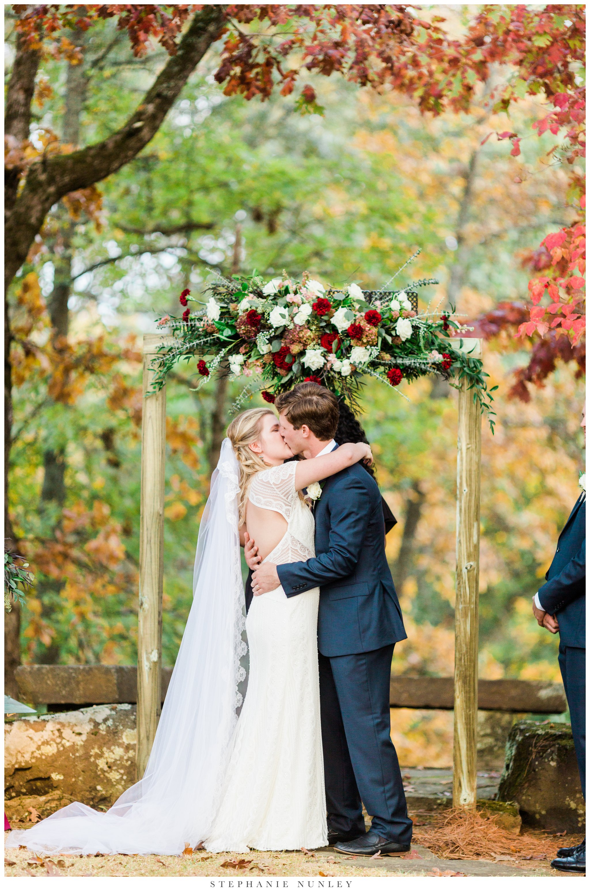 fall-arkansas-country-club-wedding-photos-083.jpg