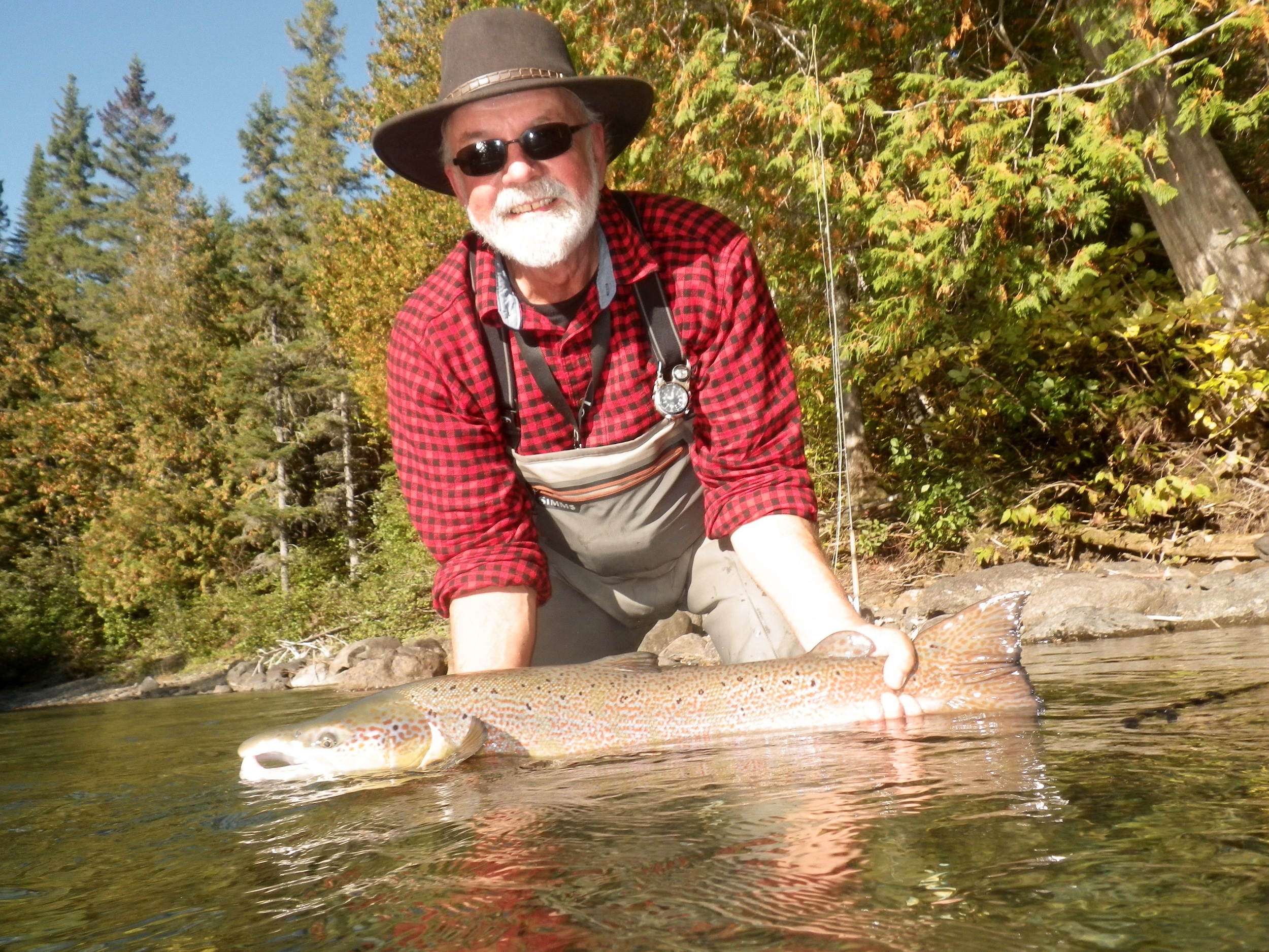 Randy Spencer is an accomplished author, conservationist and guide, most of all is he a great guy and a heck of a salmon fisherman, nice fish Randy!