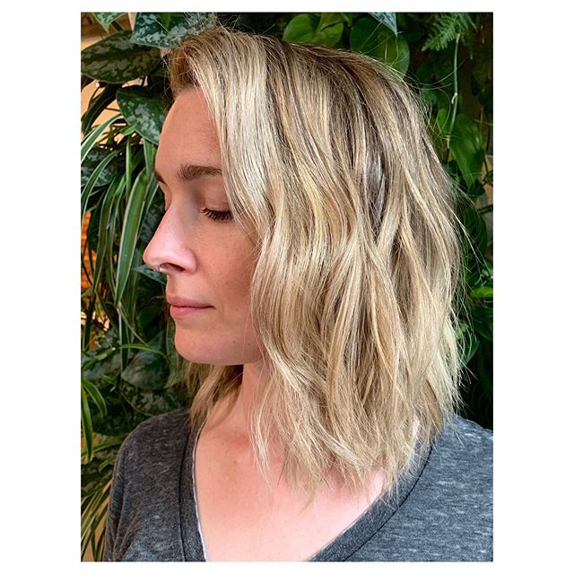 One million foils. Chelsea came in with medium brown virgin hair and wanted to be brighter! Styled with @owayorganics Flux Potion and Sea Salt Spray for all the texture.