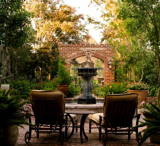 A Relaxed New Orleans Courtyard