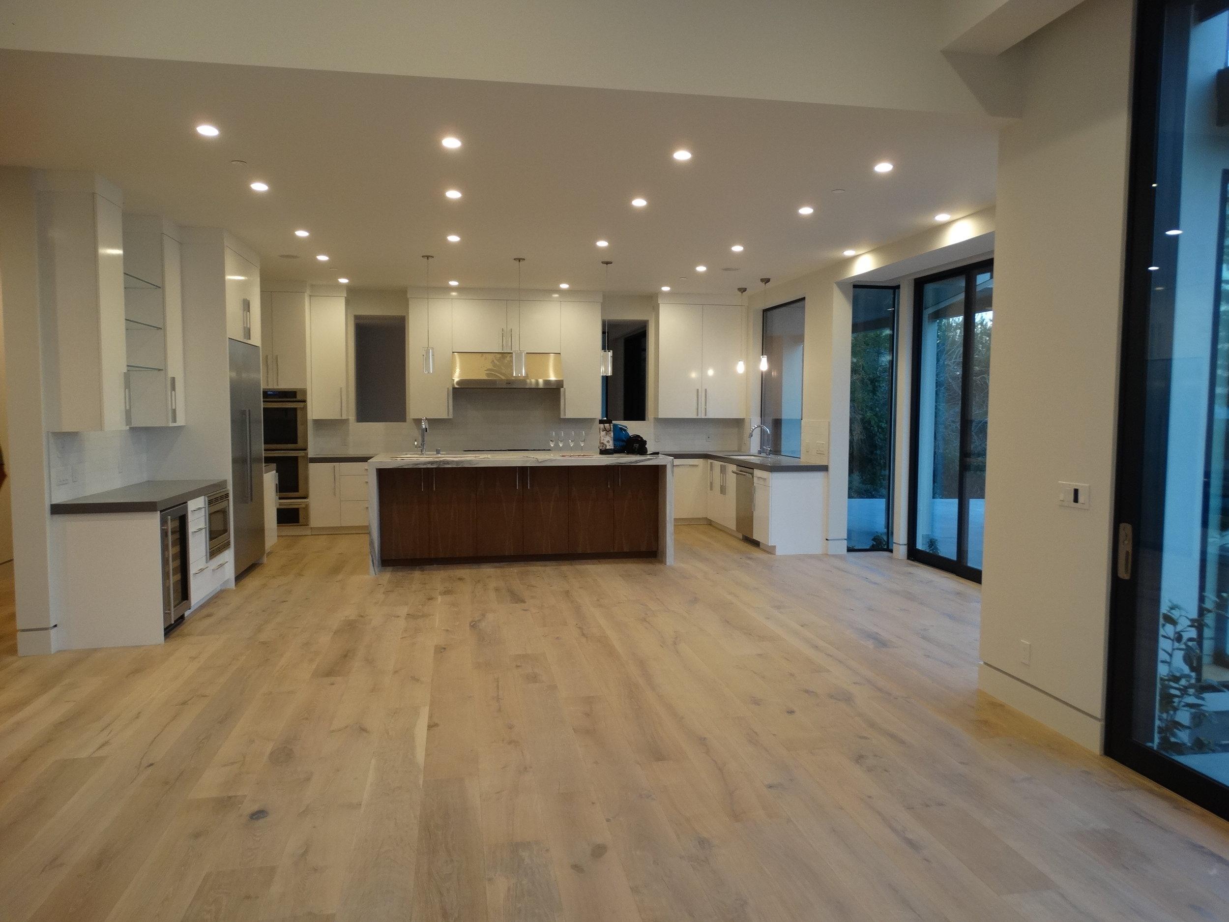 Lakeview1003 Kitchen 2016 (1).jpg