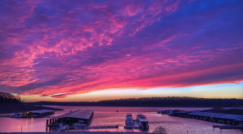 Pontiac_Cove_Marina_on_Bull_Shoals_Lake_in_Southern_Missouri.JPG
