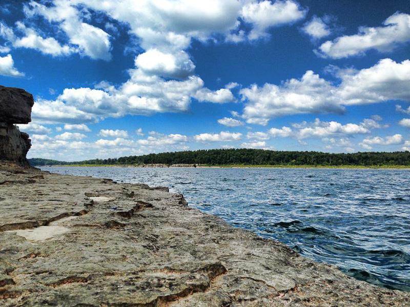 Bull_Shoals_Lake_near_Pontiac_Cove_Marina.jpg