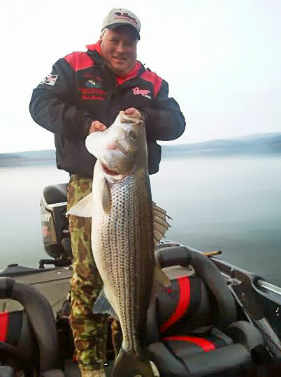 Fishing_on_Bull_Shoals_Lake_out_of_Pontiac_Cove_Marina.jpg