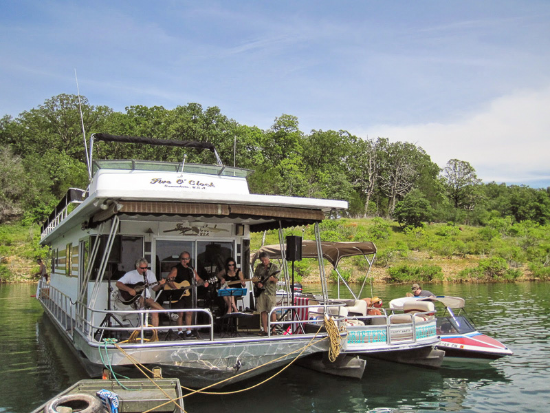 music_at_Pontiac_Cove_Marina_on_Bull_Shoals_Lake.jpg