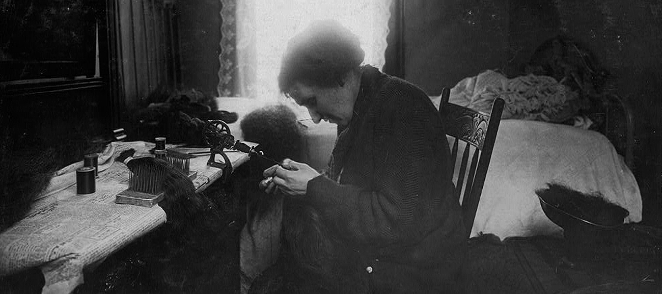 """""""Making hair-goods in a tiny hall-bedroom...""""Library of Congress Prints and Photographs Division; protected under fair use."""