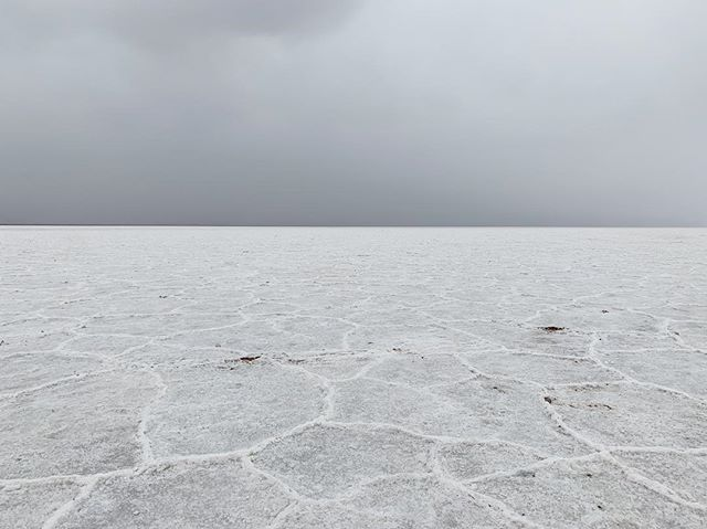 last July I summited Mount Whitney, the highest peak in the contiguous United States at 14,508 feet above sea level. yesterday, I visited the lowest point: Badwater Basin in Death Valley National Park (282 feet below sea level). the formations on the ground are salt crystals - cool huh? 🤯 || 02.02.2019 #optoutside #findyourpark #getoutstayout