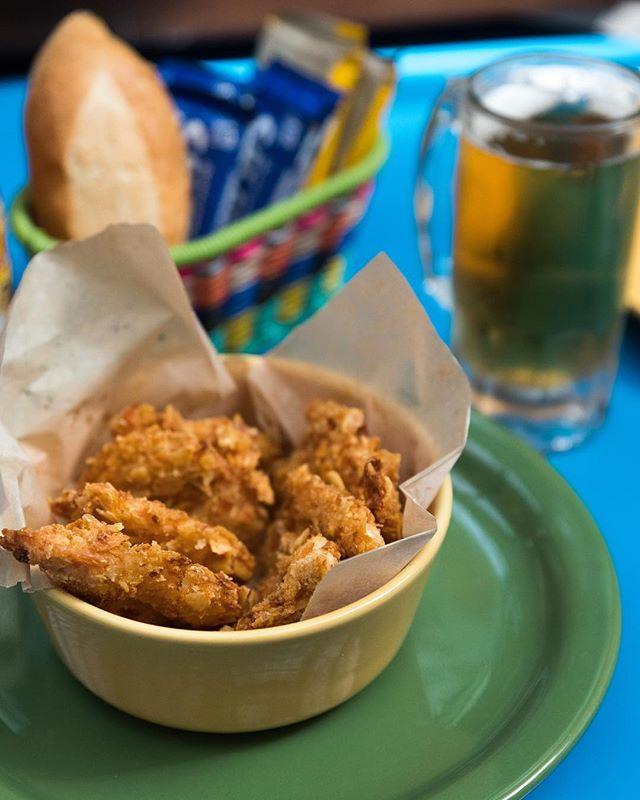 ¡Pa'l antojo! ¿Qué tal te caería n unos camarones papa? #GanaleAlTrafico y bájatelos con una cerveza helada las tenemos a precio especial 😉 #Frequecito #LaPopularMX