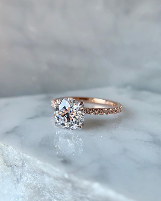 Our Sarah style in all her glory.. comment if you think this would prompt a strong reaction if someone proposed to you with this one!