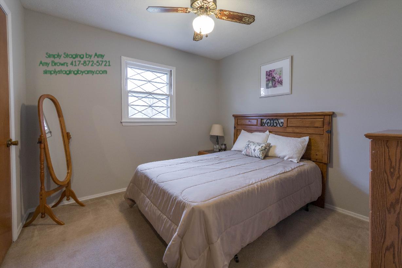 (4516-7) 1435 E Crestview Spfd 1st Spare Bed toward Headboard After.jpg