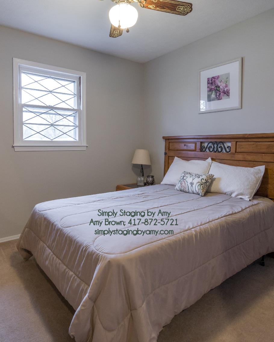 (4516-8) 1435 E Crestview Spfd 1st Spare Bed toward Headboard After.jpg
