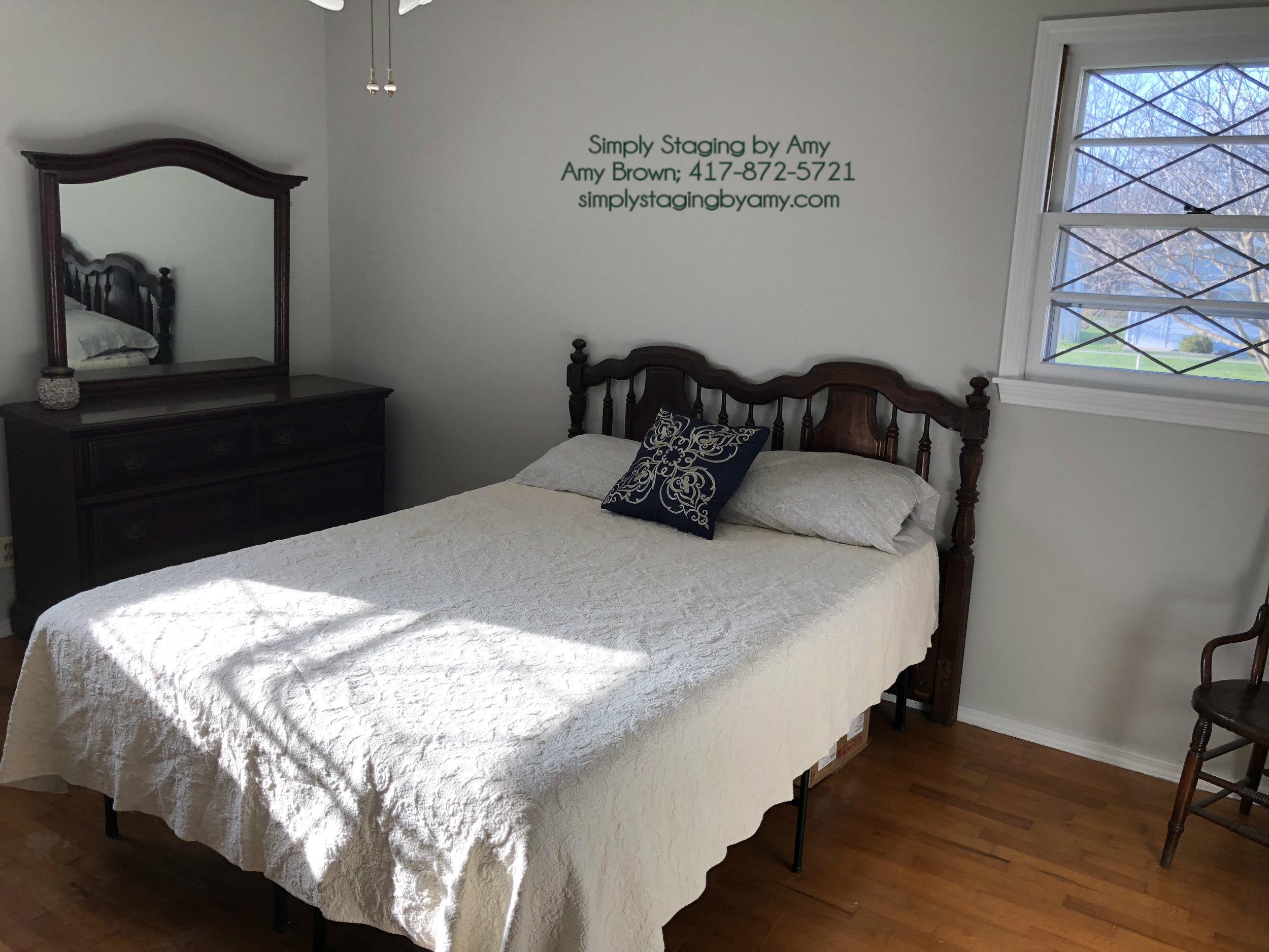 (4521-11) 1435 E Crestview Spfd 2nd Spare Bed toward Dresser Before.jpg