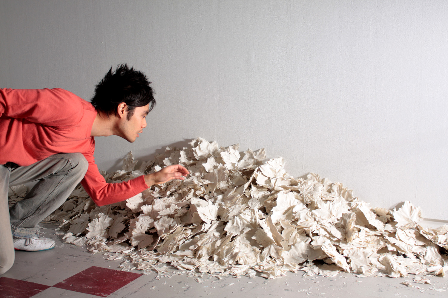 Swept to the side Porcelain 2008 35 x 335 x 65 cm