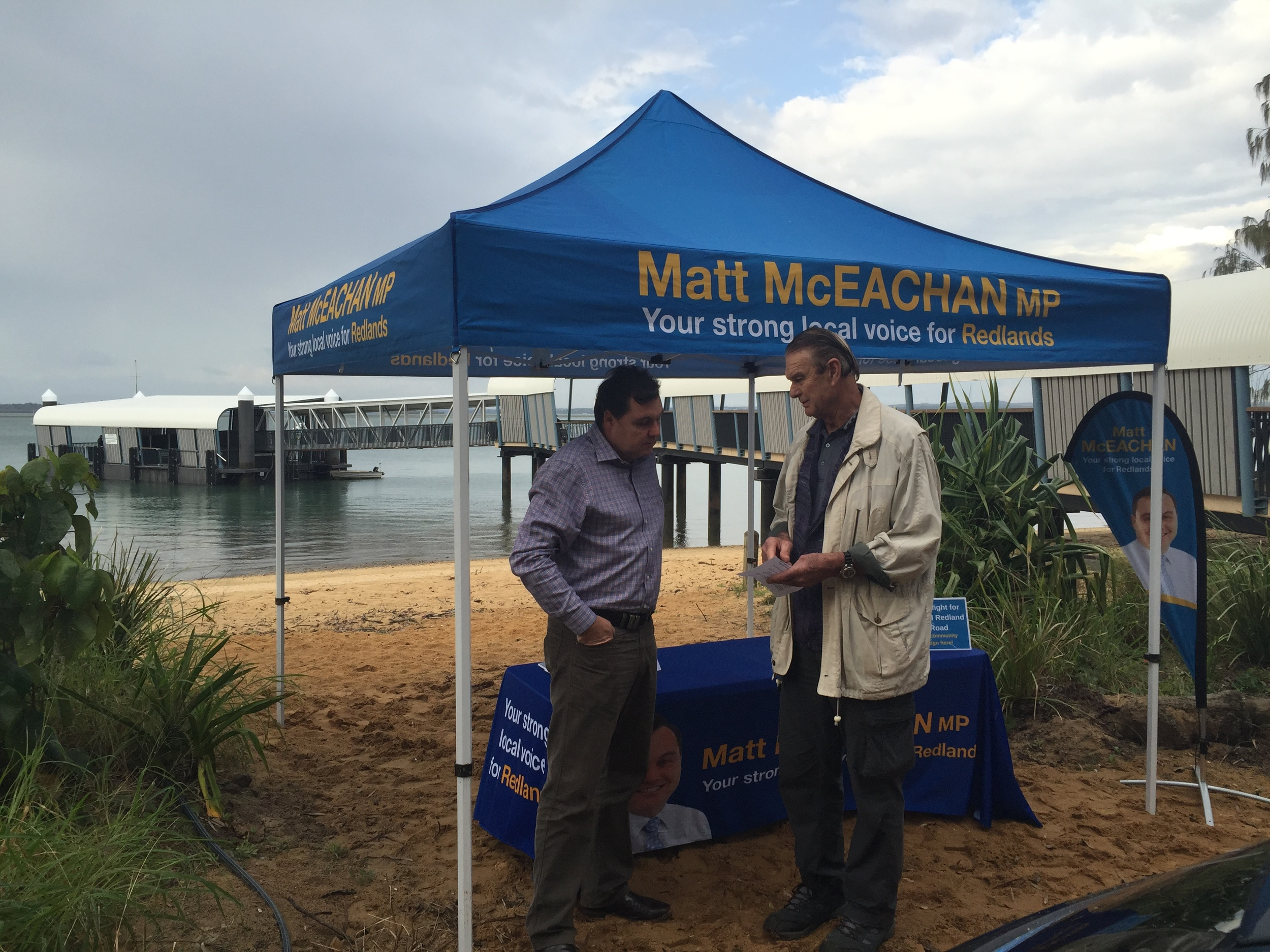Chatting with locals at my Coochiemudlo mobile office