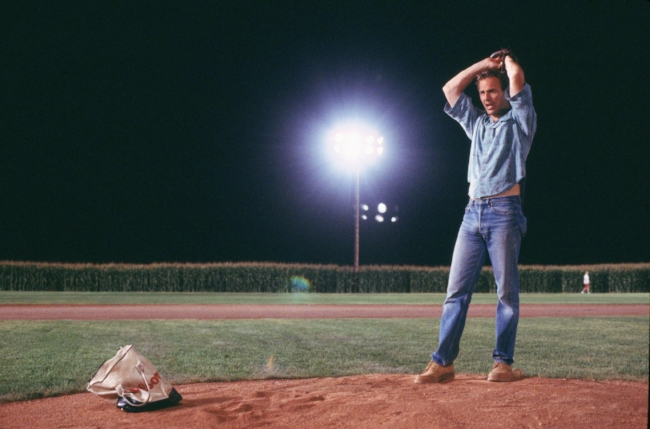 still-of-kevin-costner-in-field-of-dreams-(1989)-large-picture.jpg