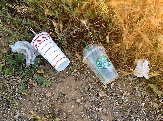 First sight when pulling off at our favorite spot 👎🏽 @Starbucks #InNOutBurger #SantaBarbara #Mountains #Litter #EndIt #KeepItCleanSB #Take3 #TrashFreeEarth