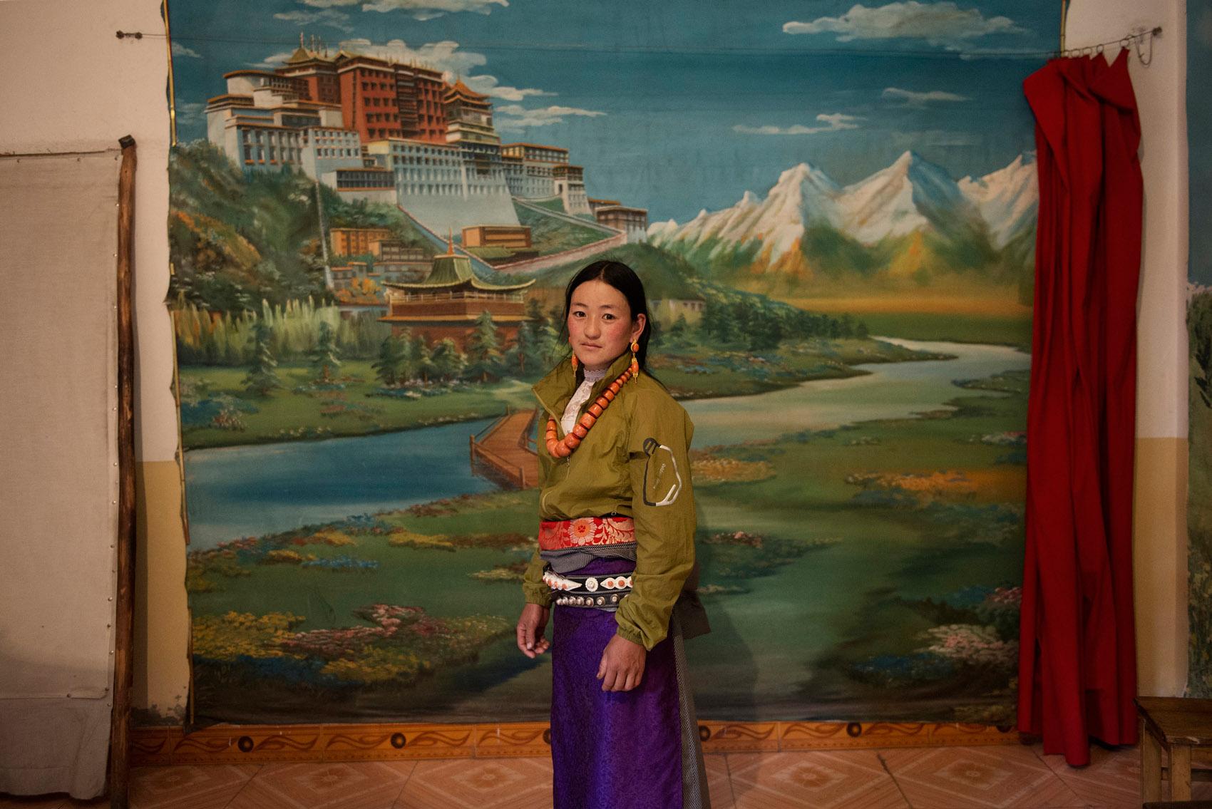 A young Tibetan posing in a photo studio in Labrang (Gansu).