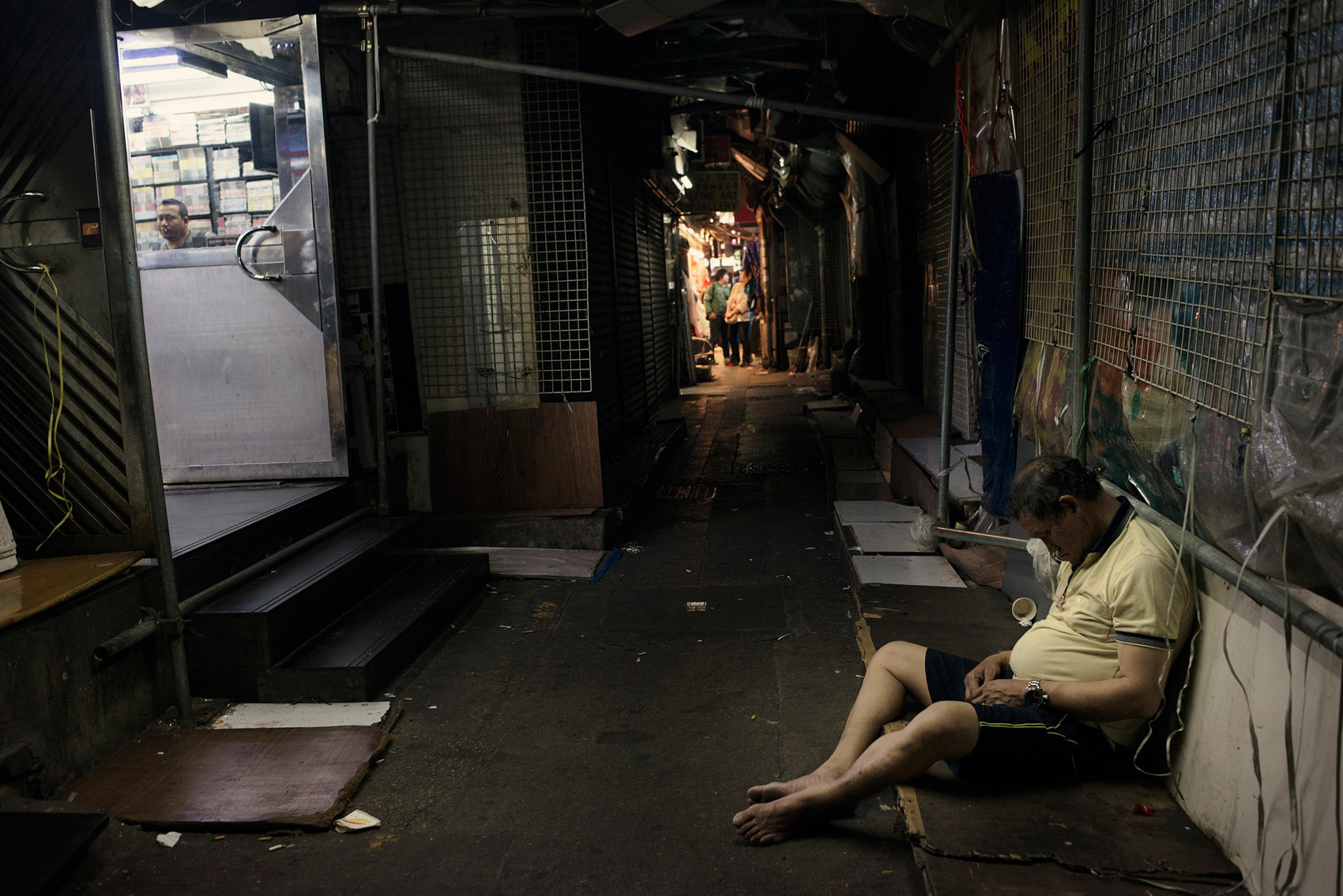 A drunk has been put to leep on a side alley of the Chungking Mansions.