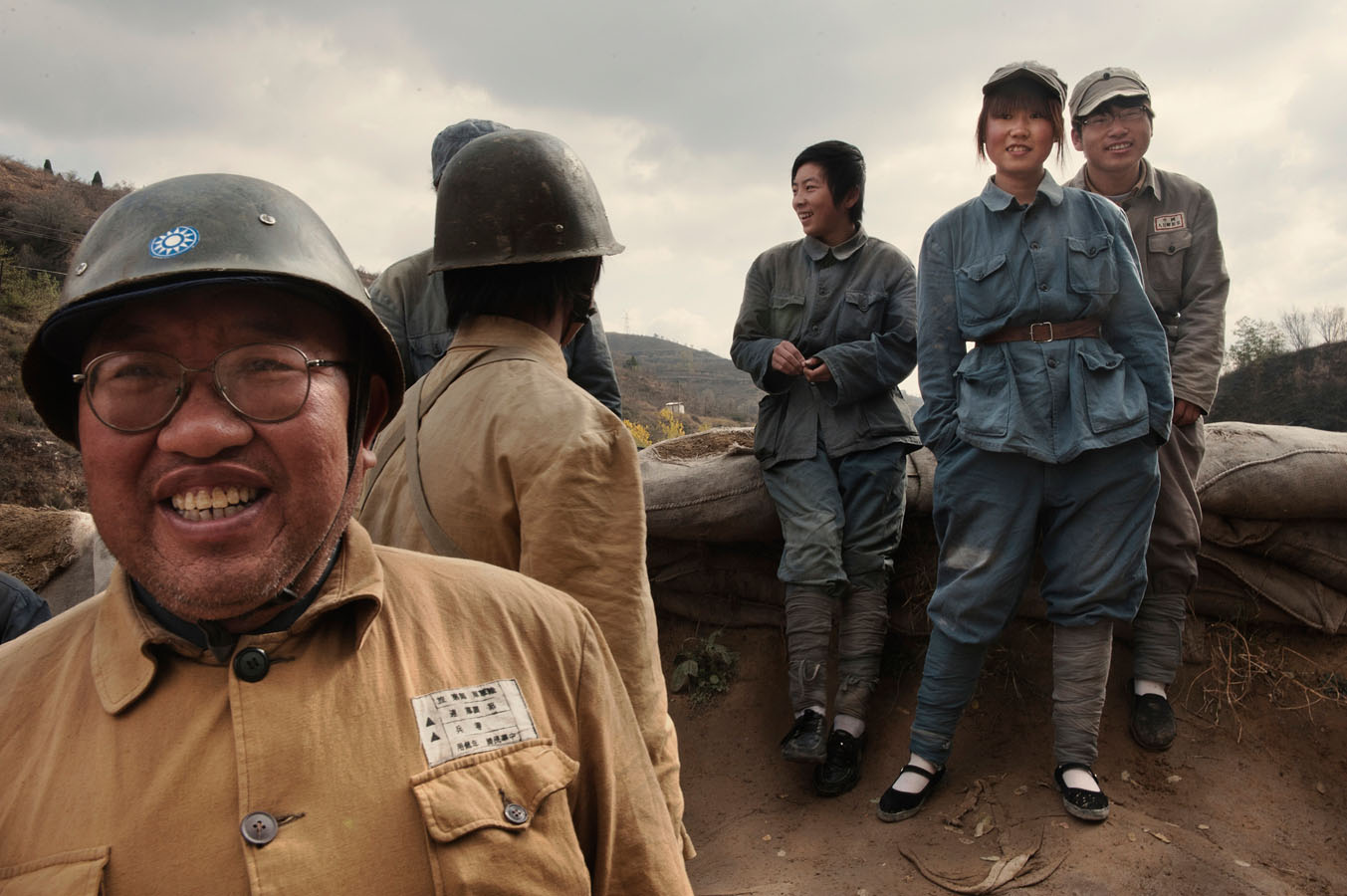 n Yan'An, actors in the reeanactment of the defence of Yan'an, a battle between the Kuomindang and the Red Army, are waiting while a power failure has delayed the start of the show. Eventually it will be cancelled.