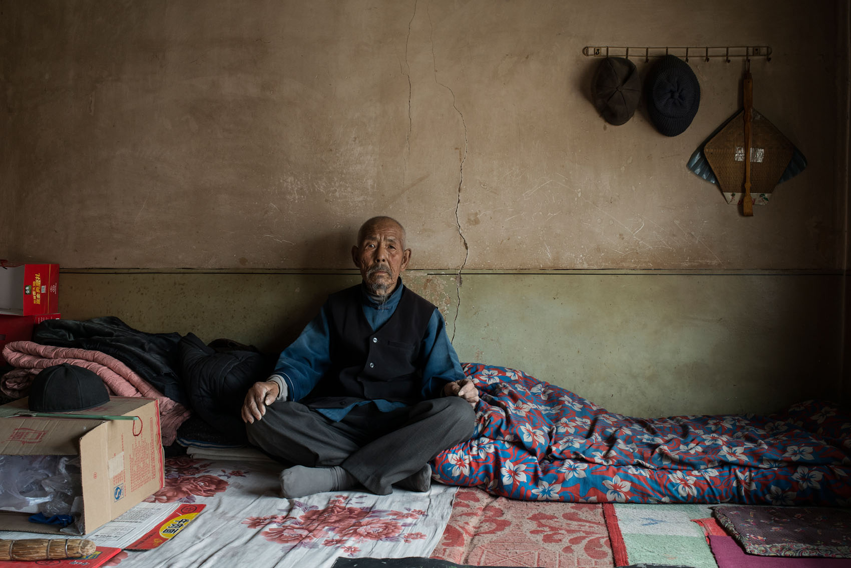 Dashi village  90 years old, Li Shutao Li has 20 grandchildren, most of them migrant workers but they keep foot in the village. In his youth Li was a farm workertravelling on train rooftops following the harvest season from county to county,all the way to the neighbouring province of Shaanxi. This is as far as he has ever travelled.  During the great hunger of the 60s he urged his sons to leave the village andgo and beg for food in Shaanxi. He told them to pretend to be mute so they could more easily get on trains.