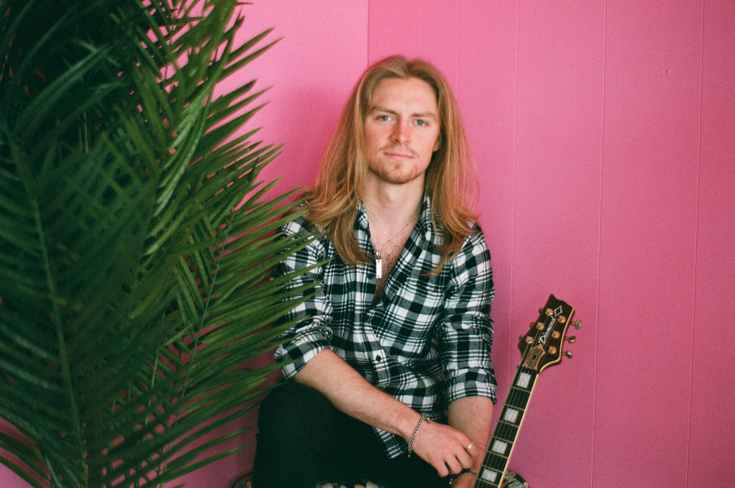톰 러쉬튼 - 리드 기타