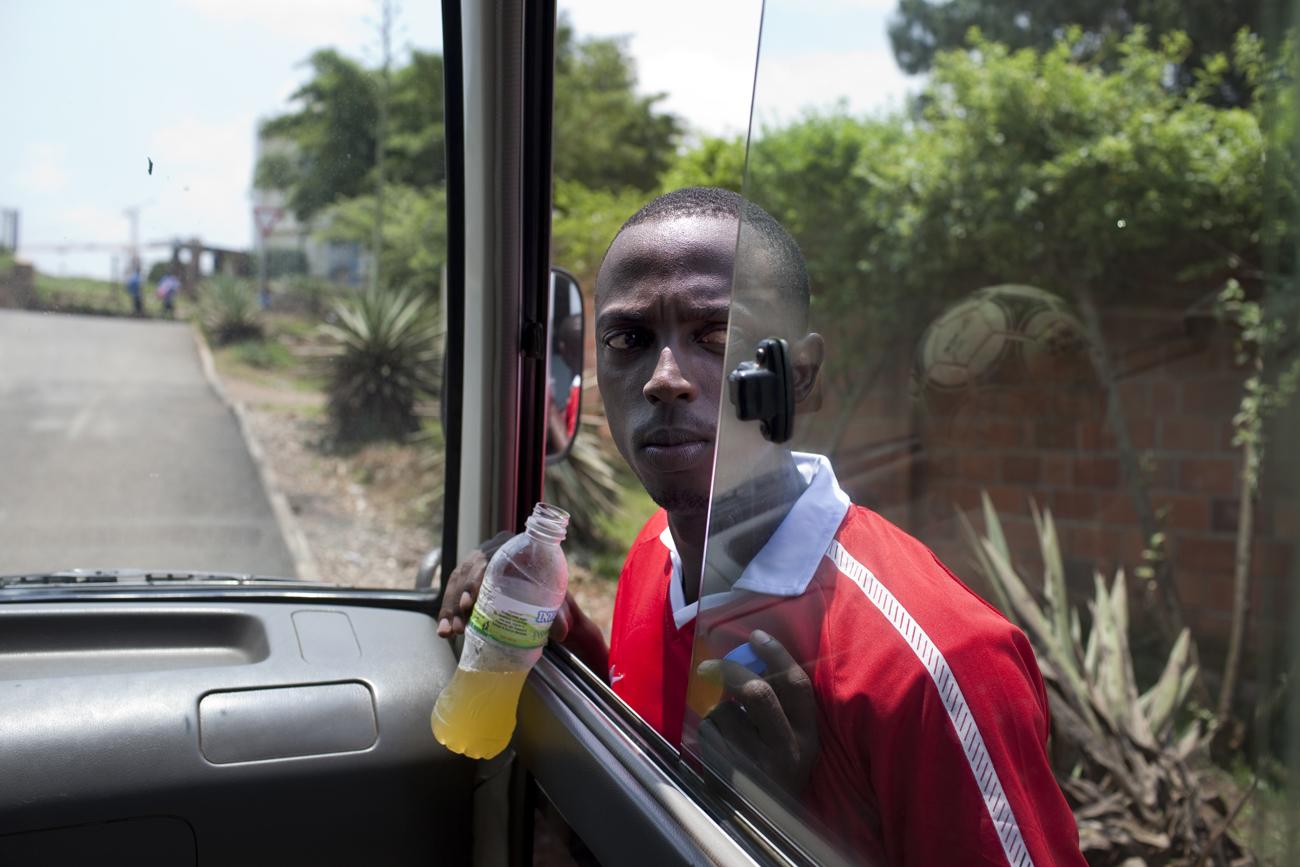 In samenwerking met het Nuffic en de Hogeschool Utrecht heb ik een training gegeven in journalistieke fotografie, beeldredactie, persvrijheid, fotobewerking en fotoarchivering aan professionele fotojournalisten en schrijvende journalisten bij de dagkrant 'The New Times' in Rwanda. Naast mijn werk als docent heb ik zelf een documentaire gemaakt over het het innerlijke conflict van jonge journalisten bij een krant zonder persvrijheid in Rwanda.