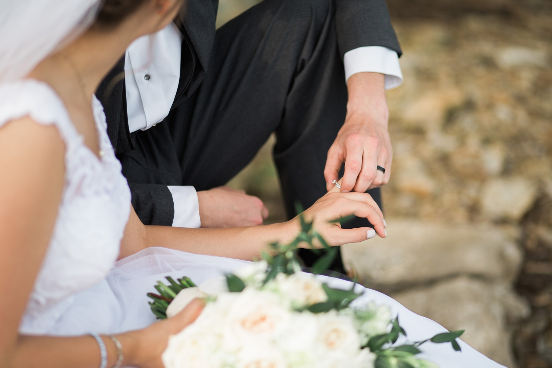 Erin-rusty-youngstown-ohio-wedding-photographer-tracylynn-photography-mill-creek-park-drakes-landing 24.jpg