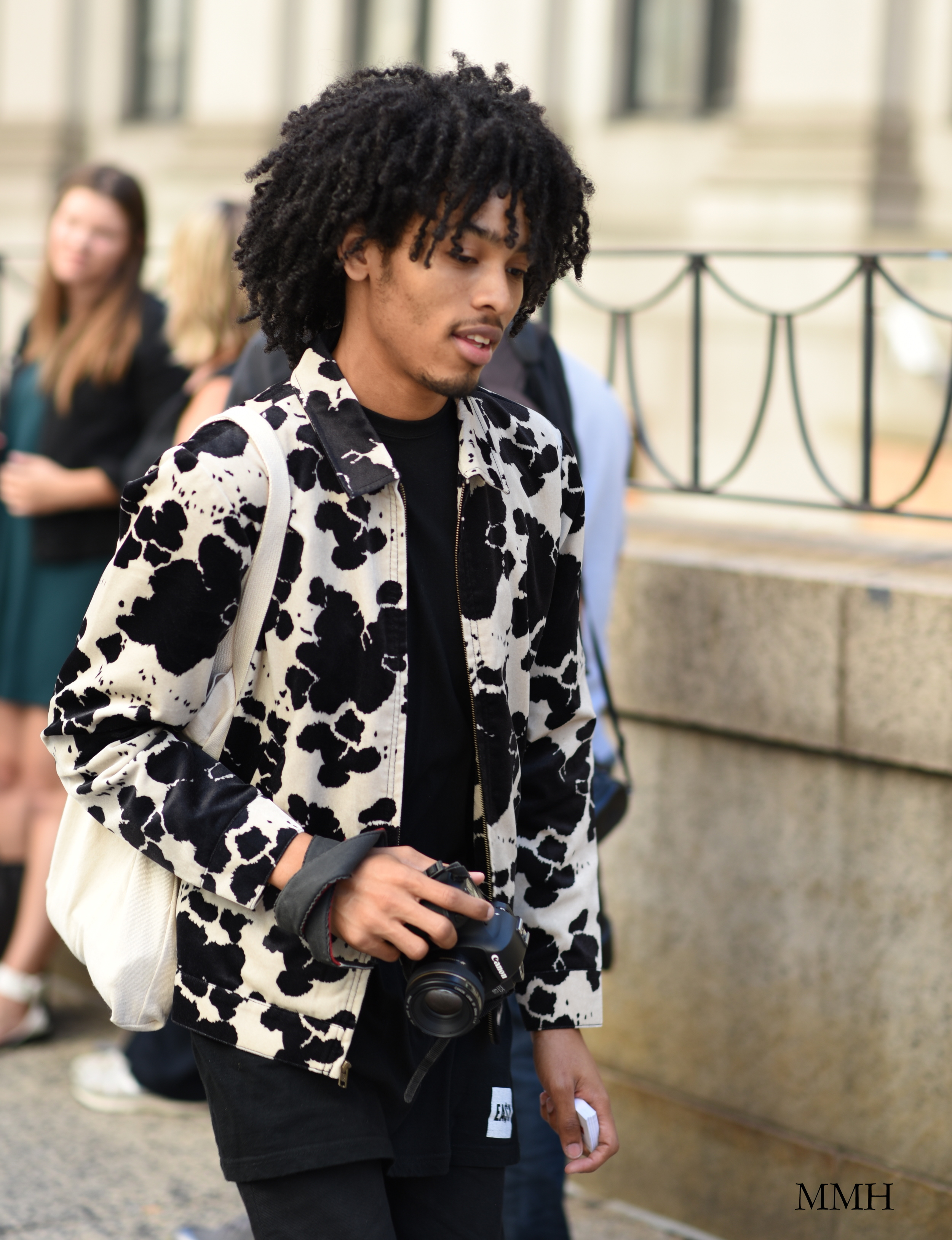 Artistic bomber jacket with a collar.