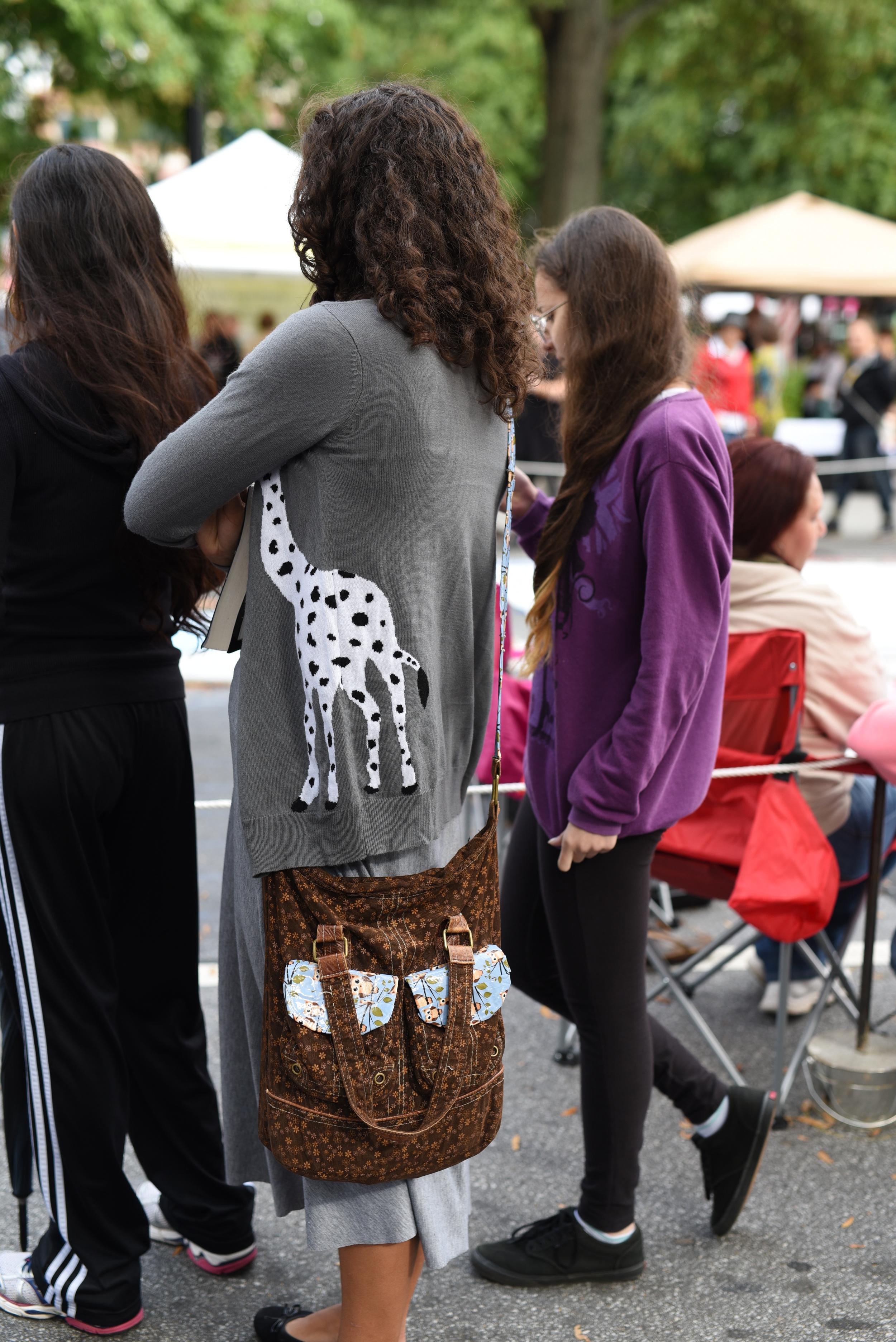 giraffe-sweater.jpg