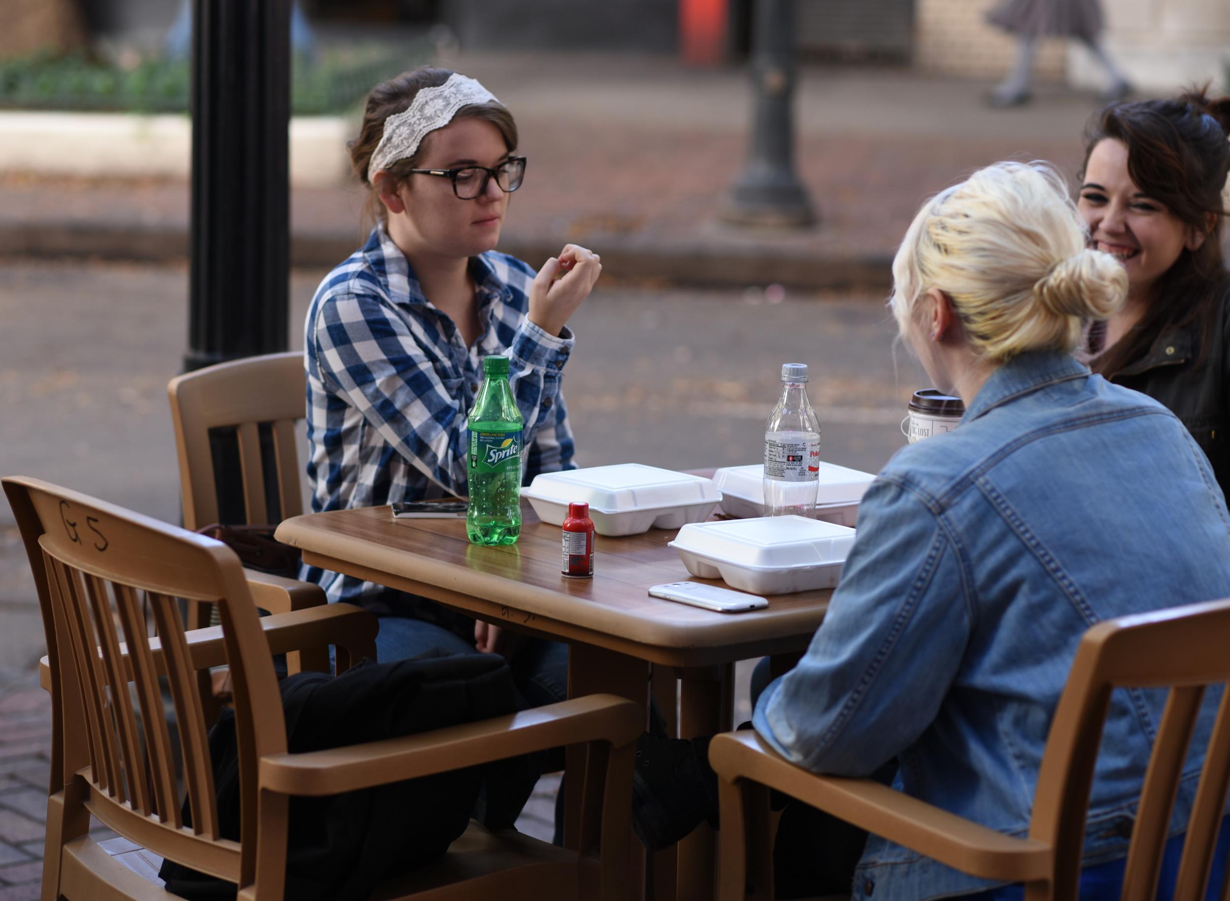 girls-at-lunch.jpg