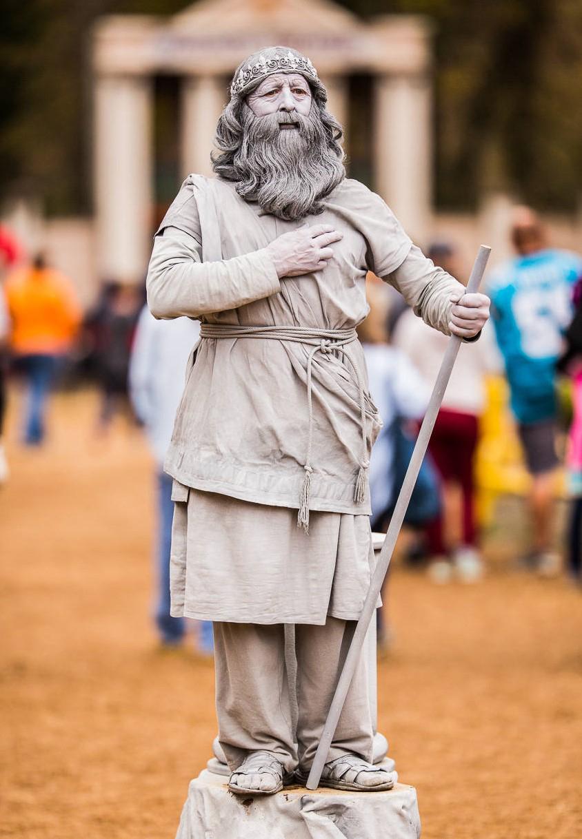 Statue Comedius de Marbleous - The Comedic Living Statue!