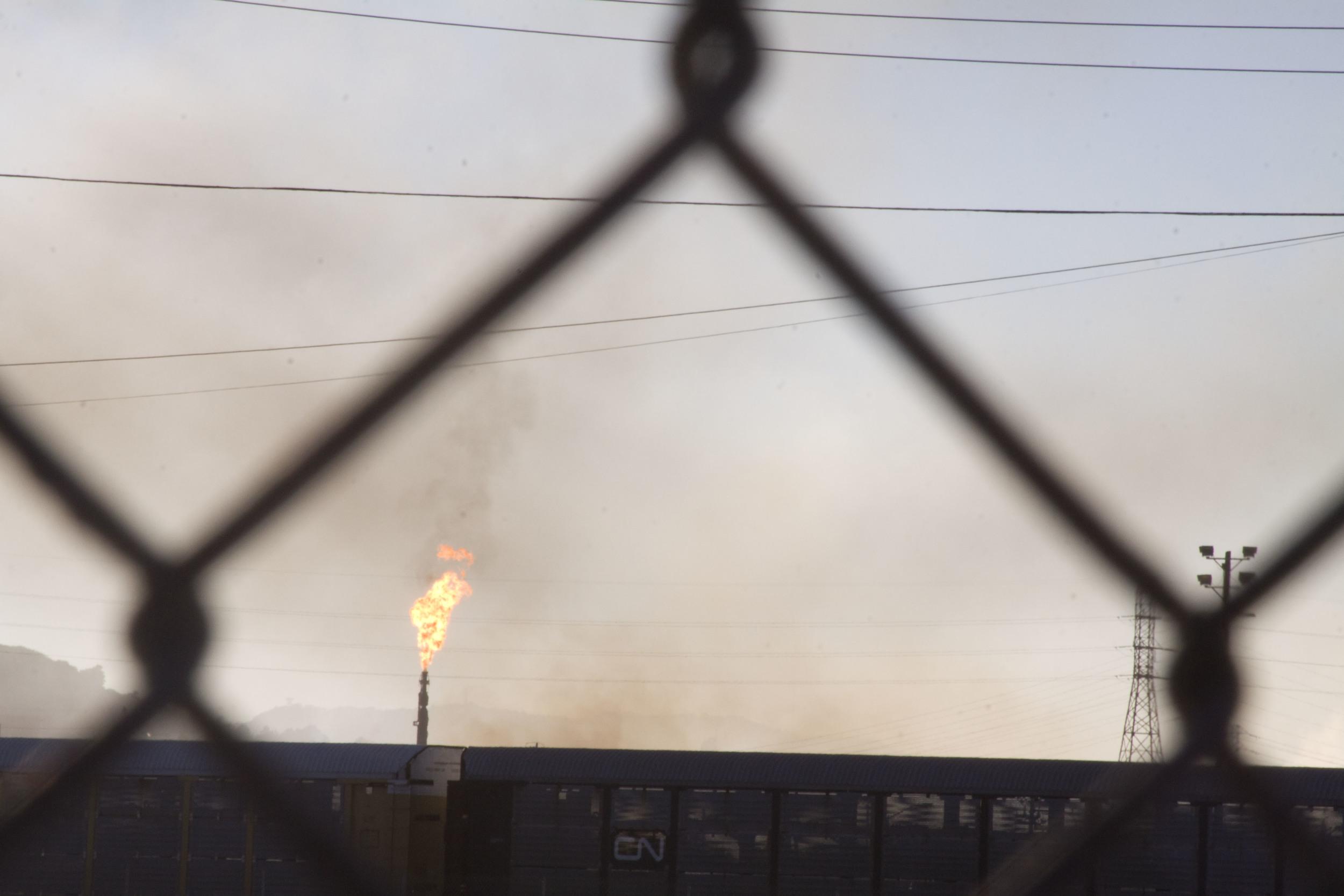 Refinery fire_48.jpg