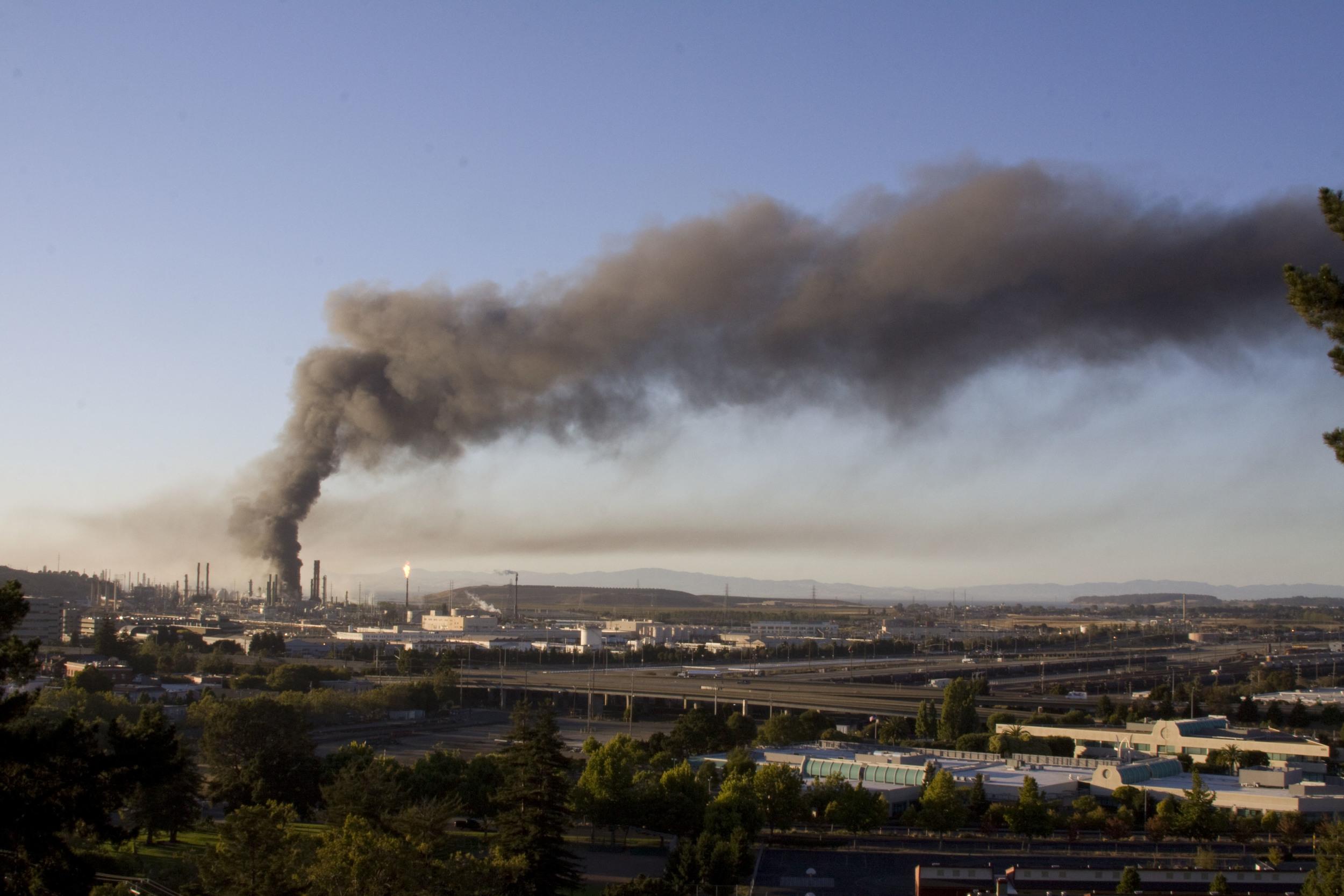 Refinery fire_70.jpg