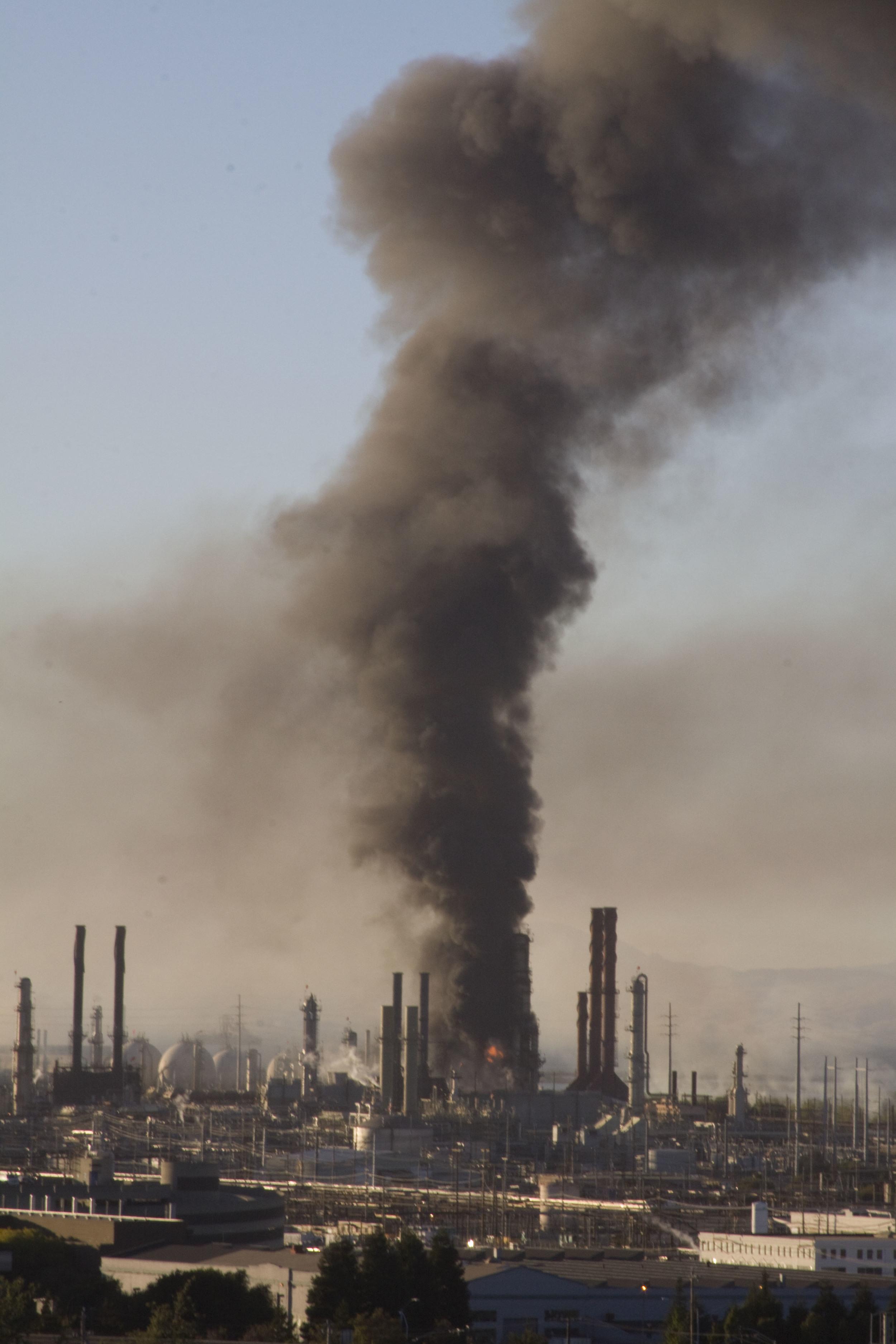 Refinery fire_75.jpg