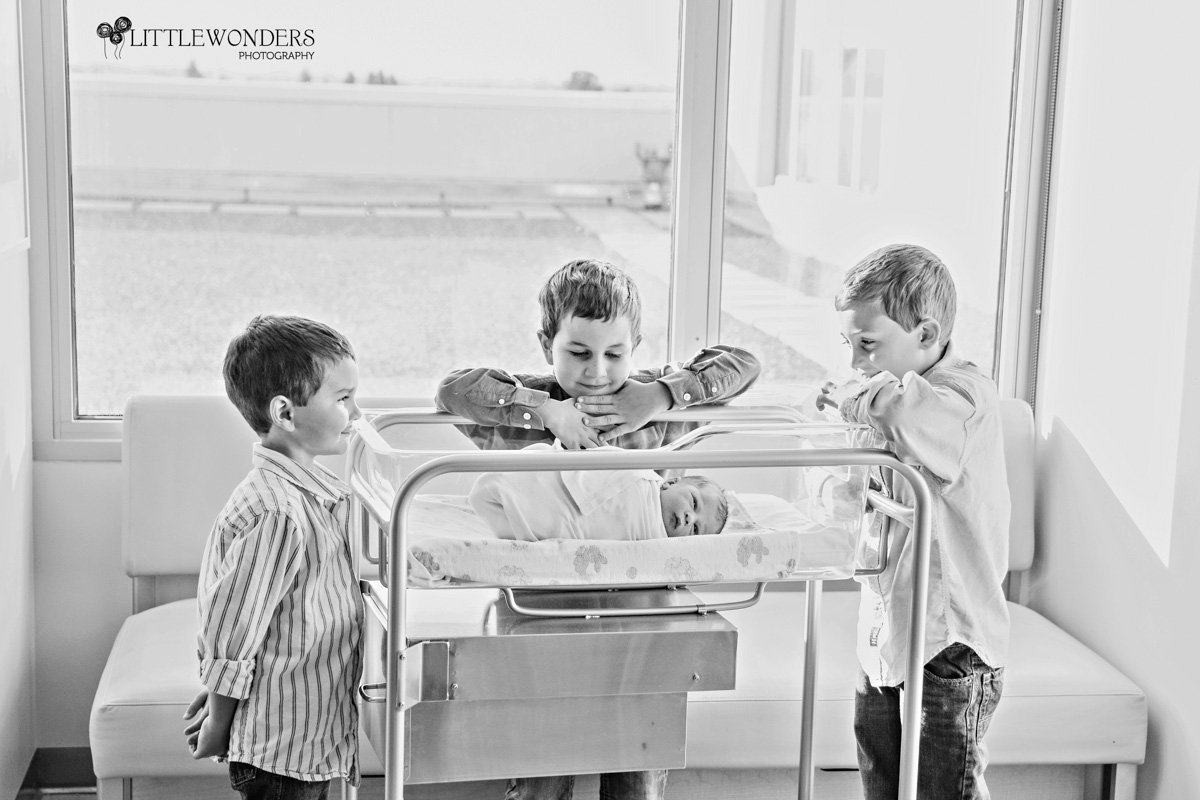 Beautiful-Labor-Photograph-Brothers-Peering-Baby