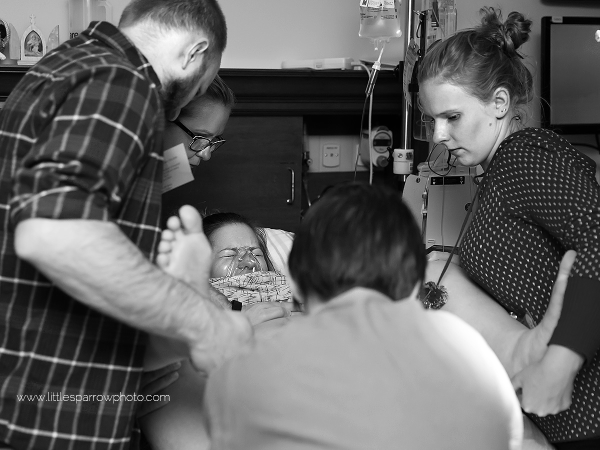 Cesarean-birth-photography-wisconsin-pushing