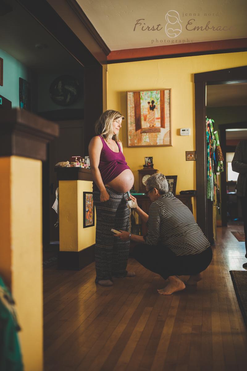 home-birth-waterbirth-montana-birth-photography