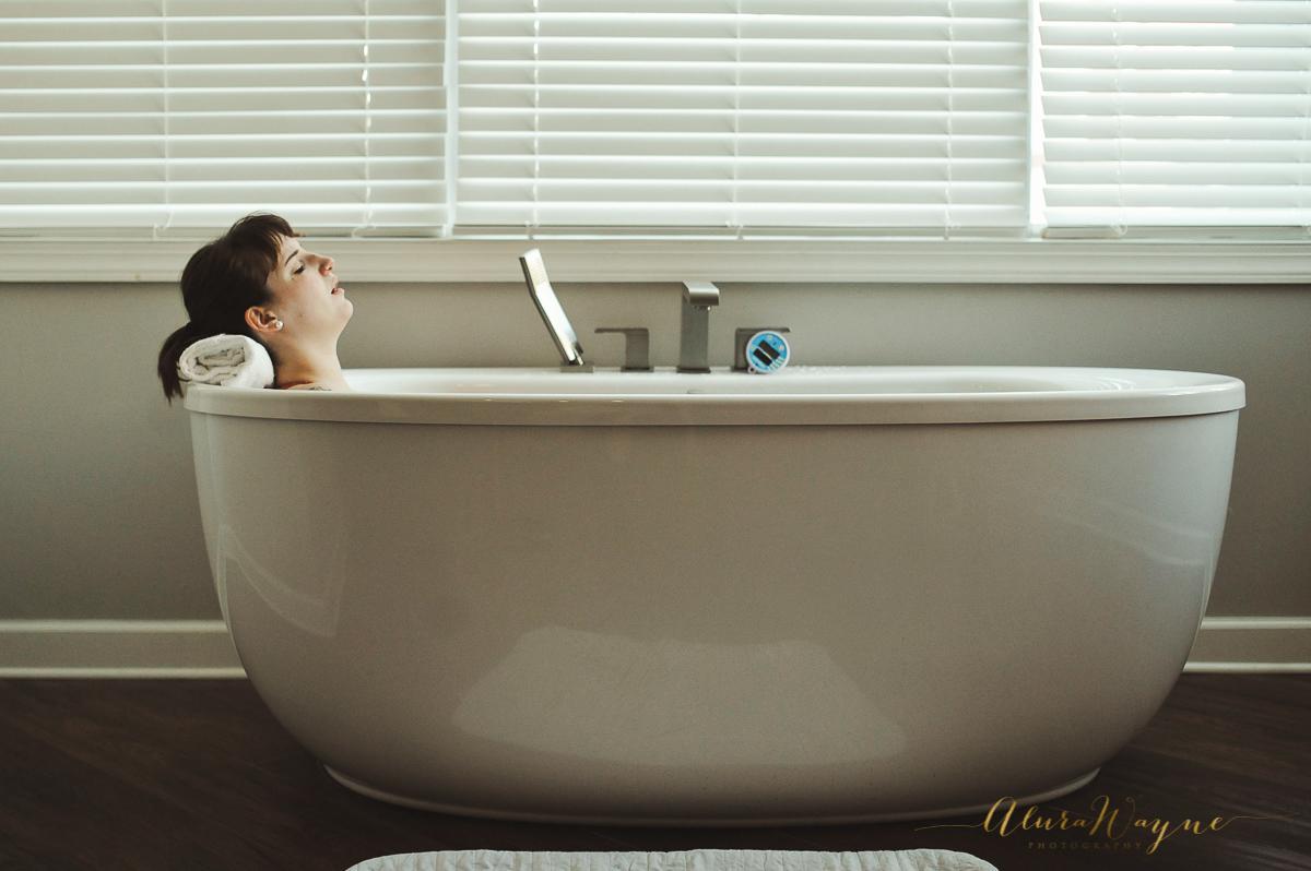 Labor in bath