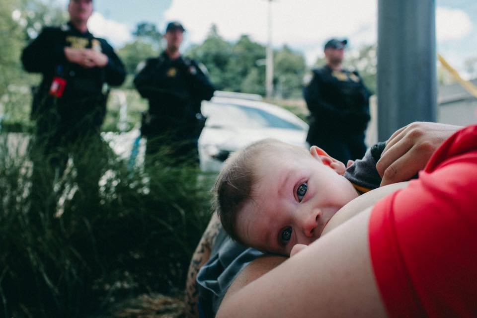 Rushes & Waves | Birth Story Photographer /  www.rushesandwaves.com   In opposition of family separation and the policy that forced a nursling out of its mothers arms at the border, mamas in Portland got together outside the ICE detention center and nursed their babies on the line.