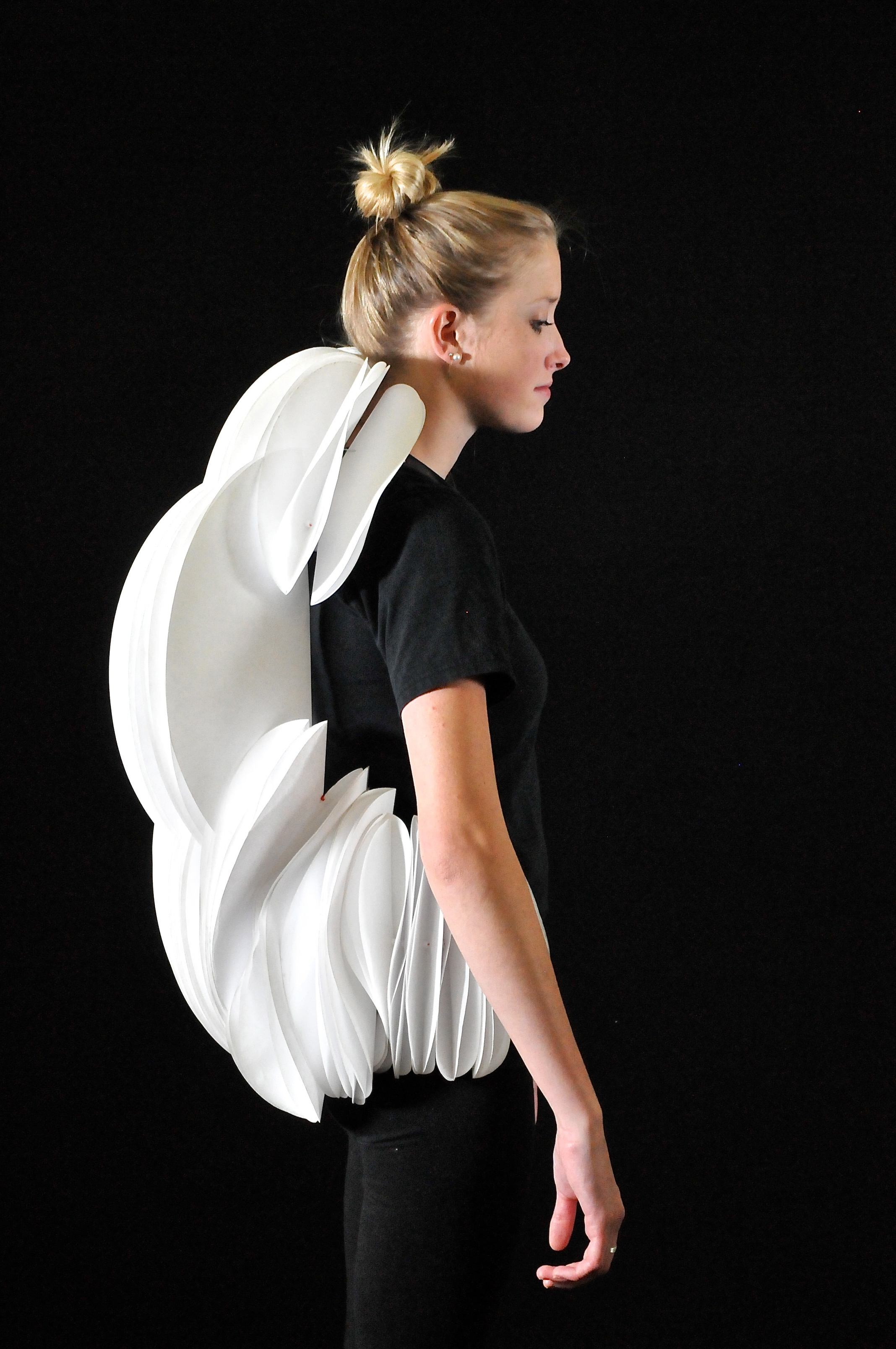 WEARABLE CONSTRUCTION  A physical study of the movement of the human spine related to the concept of speed.