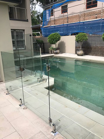 Glass pool fence.jpg