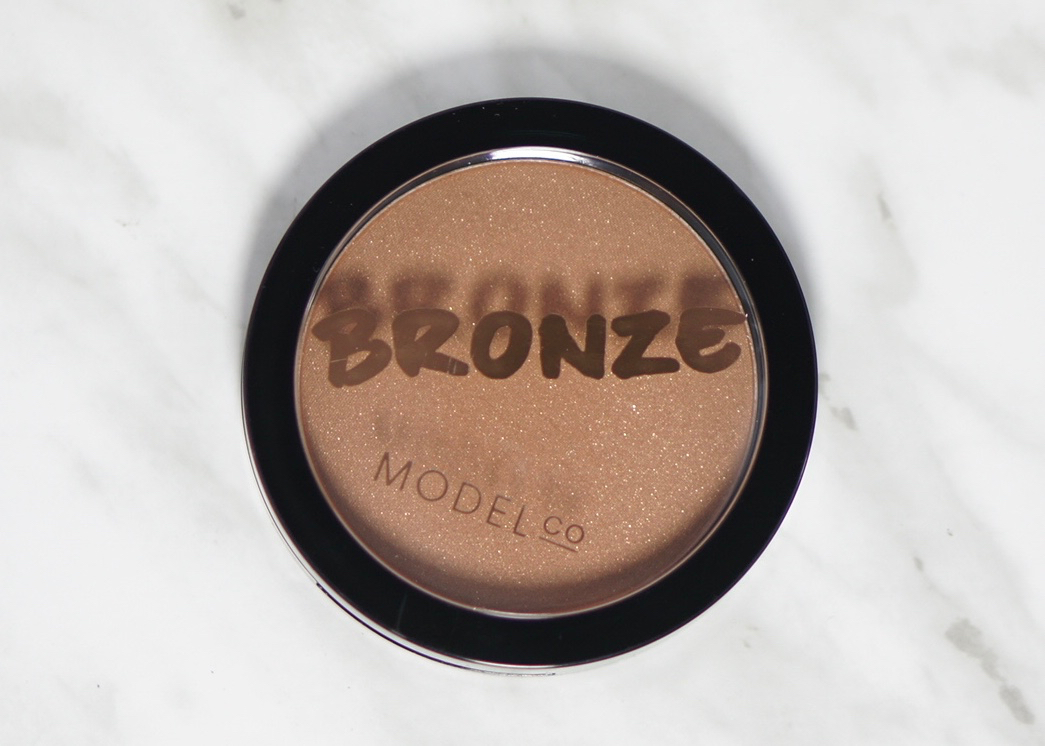 BoxyCharm-December-2016-Model Co Shimmer Bronzer8.jpg