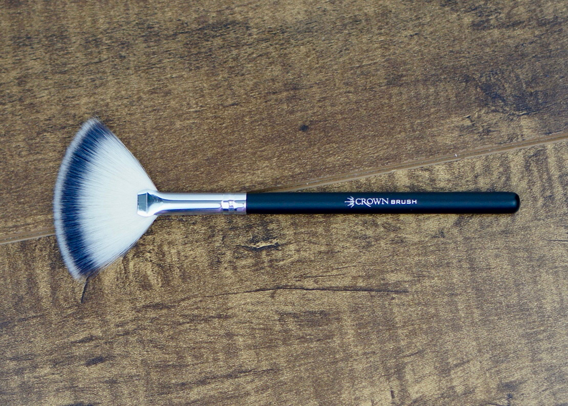 Crown - Soft Fan Brush SS017.