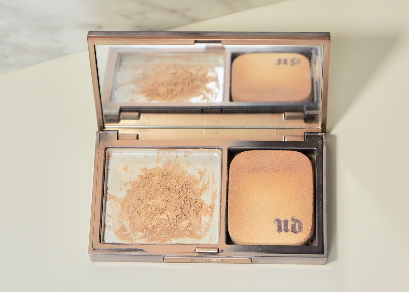 Urban Decay Naked Skin Ultra Definition Powder Foundation - Light NeutralDSC00647.jpg