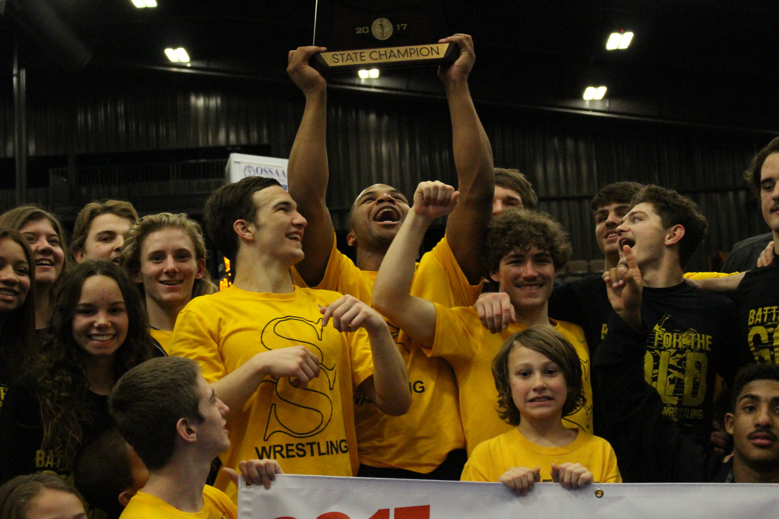 Delvin Jordan hoists the 2017 Dual State trophy.
