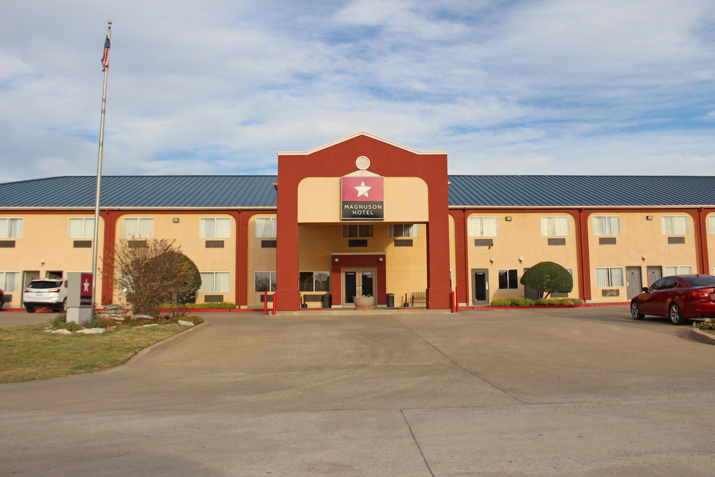 magnuson hotel 211 south lake drive