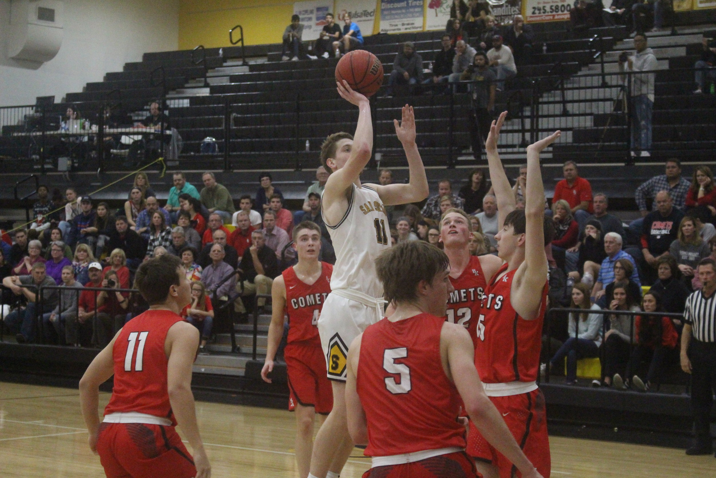 Colt Savage led all scorers with 21 points in a 45-44 victory over Bishop Kelley. (Photo: Scott Emigh).
