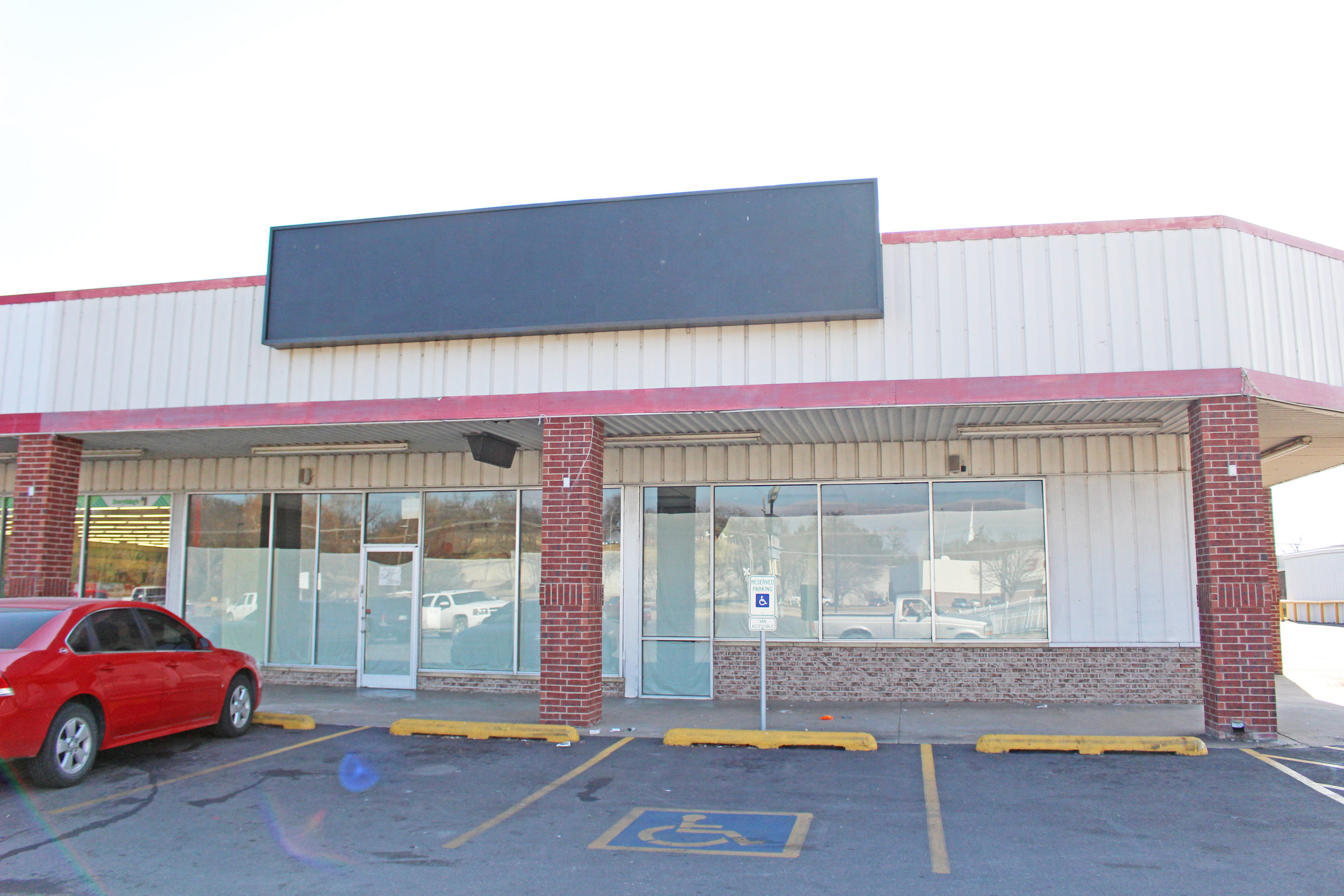 Former home of Radio Shack, soon to be ZegART Studios at the Atwood's Plaza 171128 (Scott Emigh).JPG