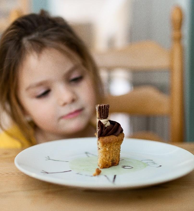 girl-cake-danielle-macinnes-66245.jpg